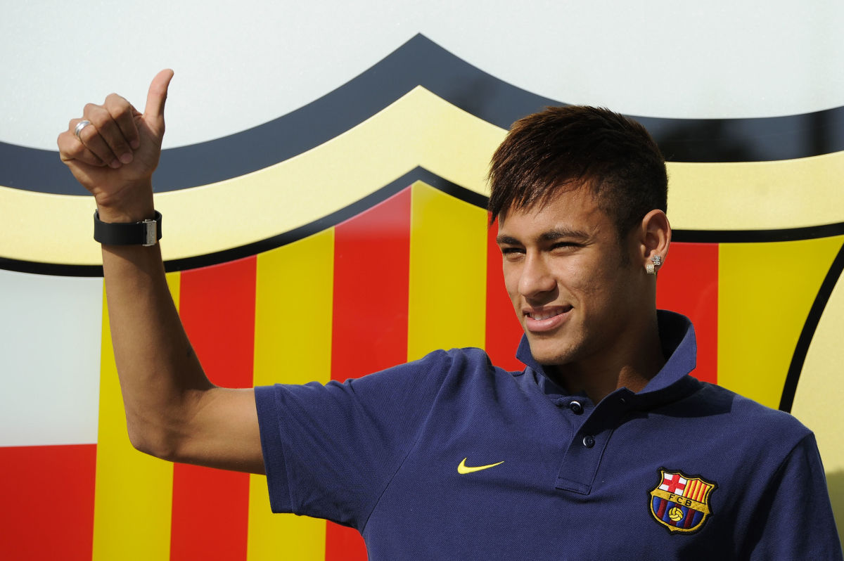 neymar-is-unveiled-at-camp-nou-as-new-barcelona-signing-5d178f48aca44927c3000001.jpg