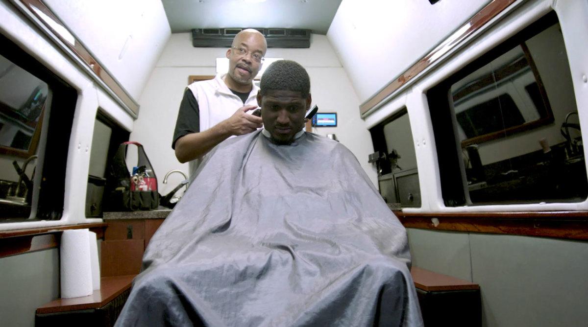 xavier-rhodes-7-haircut.jpg