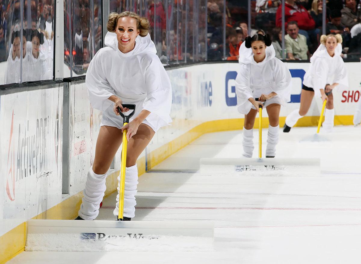 2015-1202-Anaheim-Ducks-Power-Players-Princess-Leia.jpg