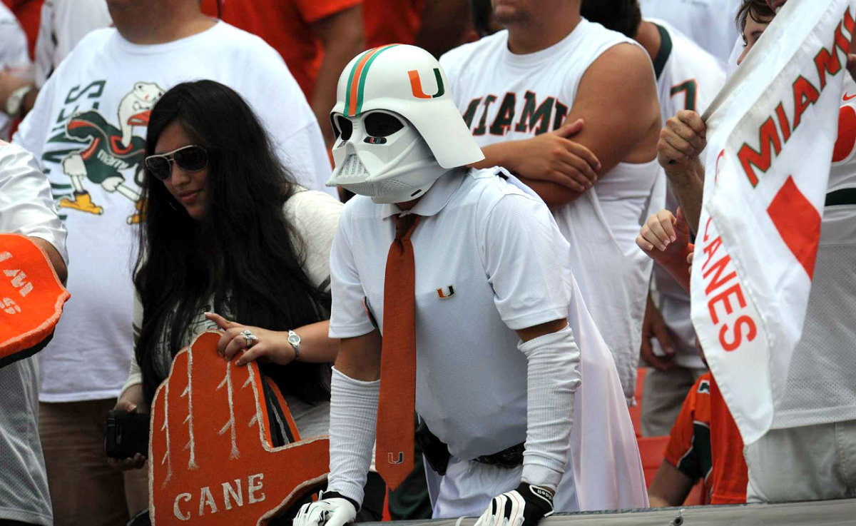 miami-hurricanes-fan-darth-vader-mask-op3z-91798-mid.jpg