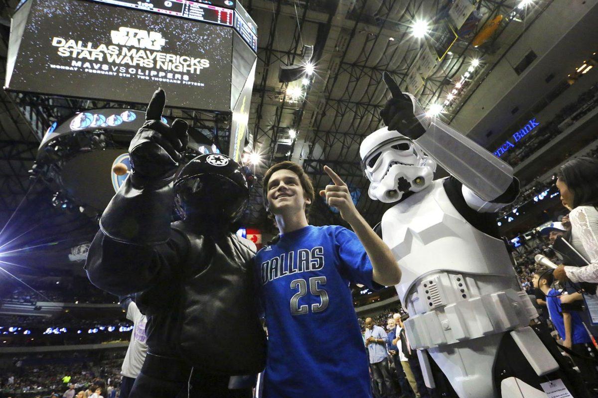 2015-0209-Dallas-Mavericks-fan-Star-Wars.jpg