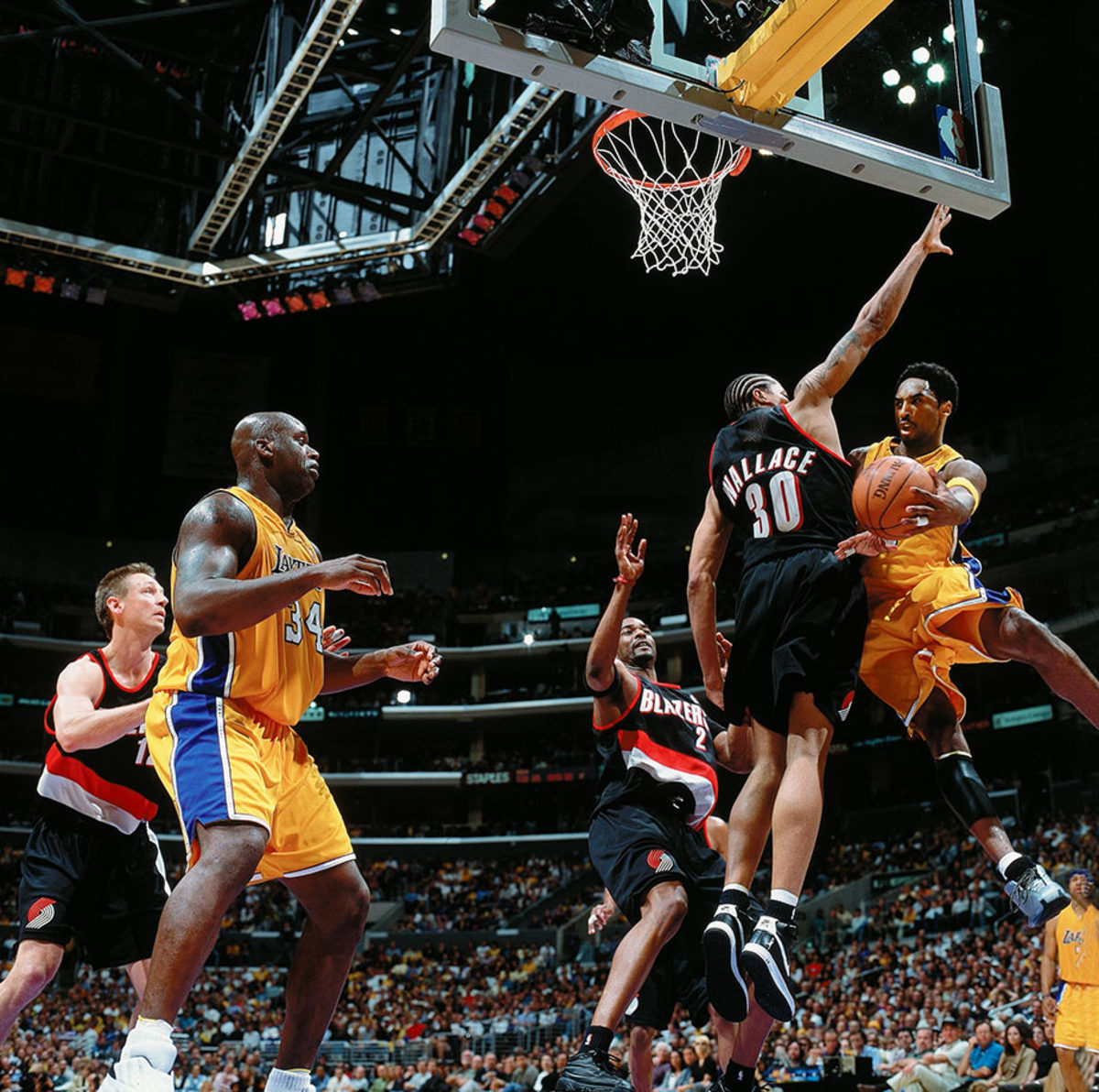 2001-0422-Kobe-Bryant-Shaquille-O'Neal-01233643.jpg