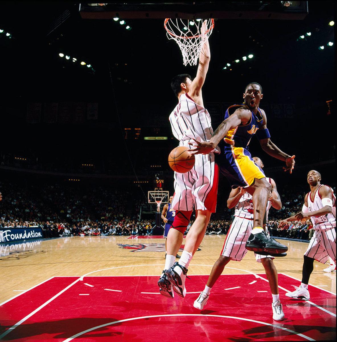 2003-0127-Kobe-Bryant-Yao-Ming-079117347.jpg