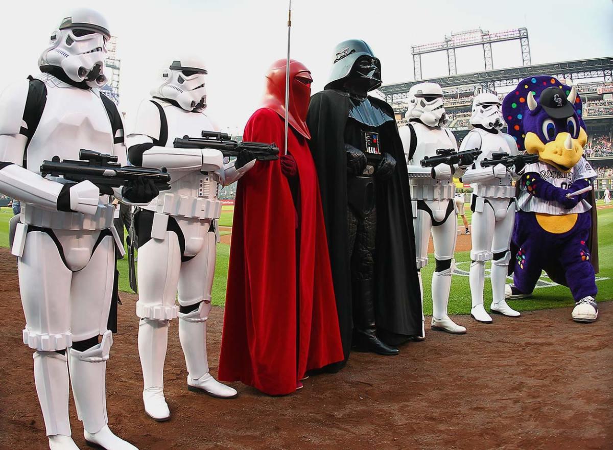 2015-0822-Star-Wars-Colorado-Rockies-mascot-Dinger.jpg