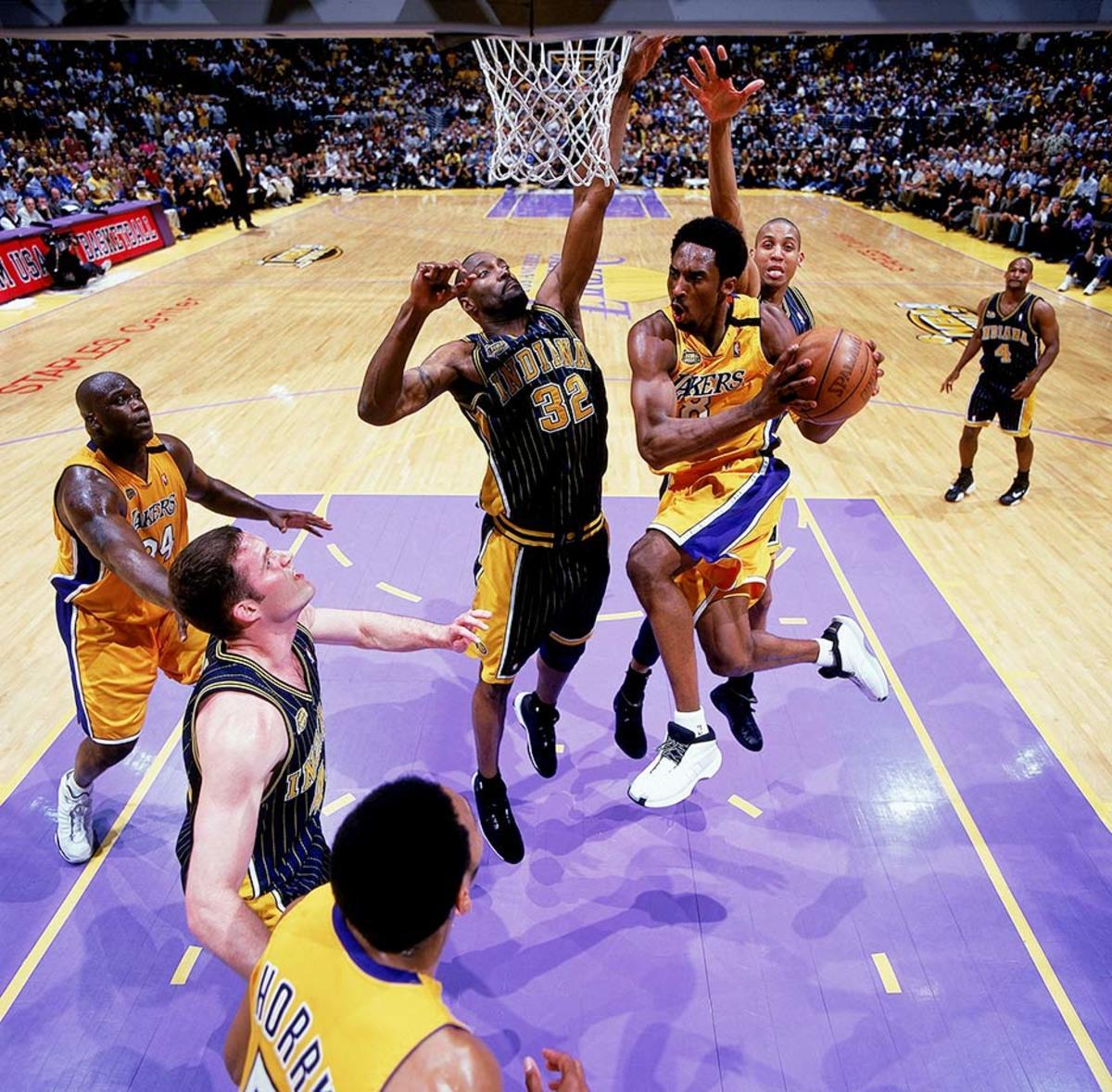 2000-0619-Kobe-Bryant-Dale-Davis-001324001.jpg