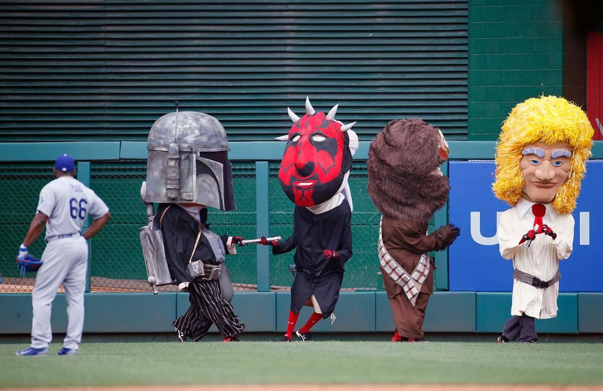 2015-0719-Washington-Nationals-mascots-Presidents-Race-Star-Wars.jpg