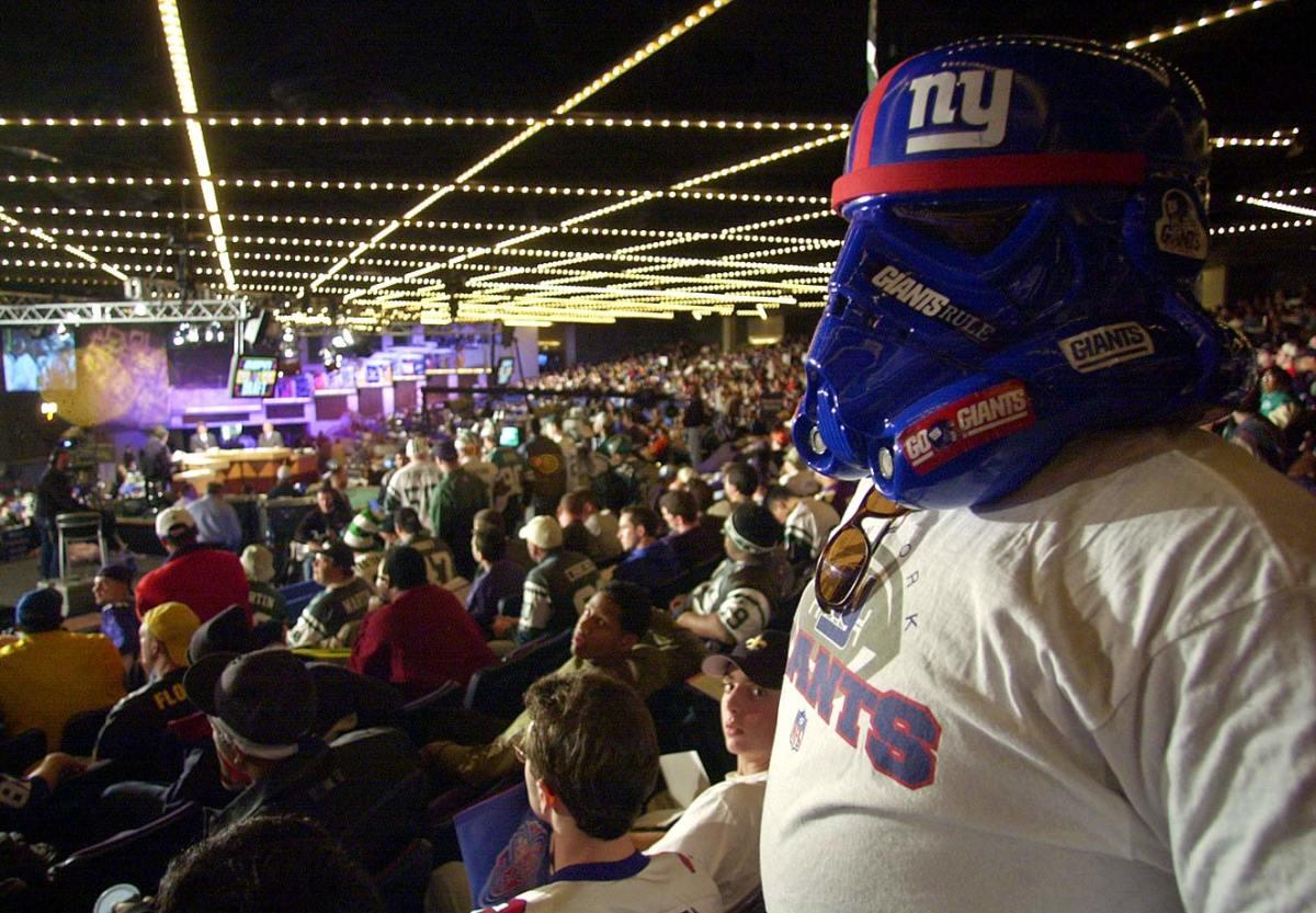 new-york-giants-fan-stormtrooper-helmet-2001-draft.jpg