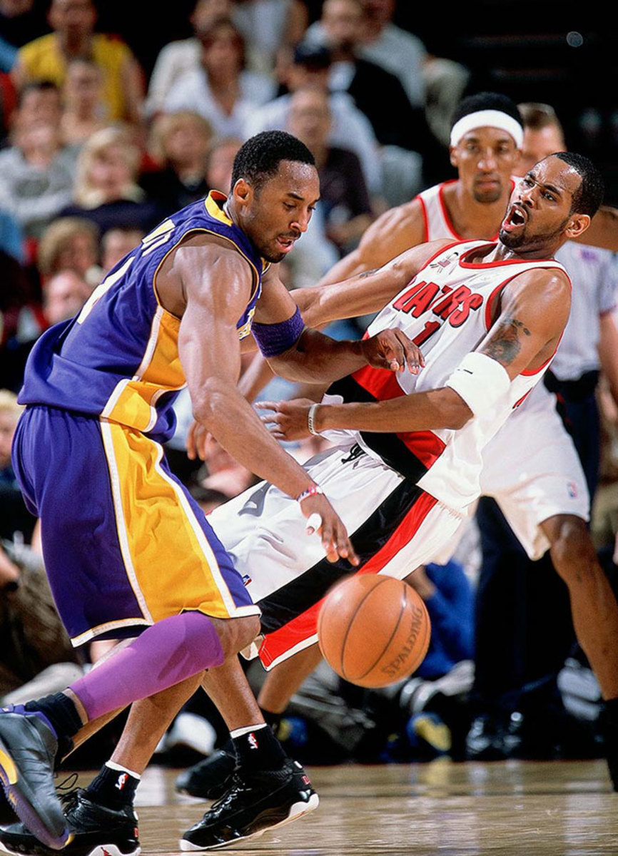 2002-0428-Kobe-Bryant-Derek-Anderson-001252103.jpg