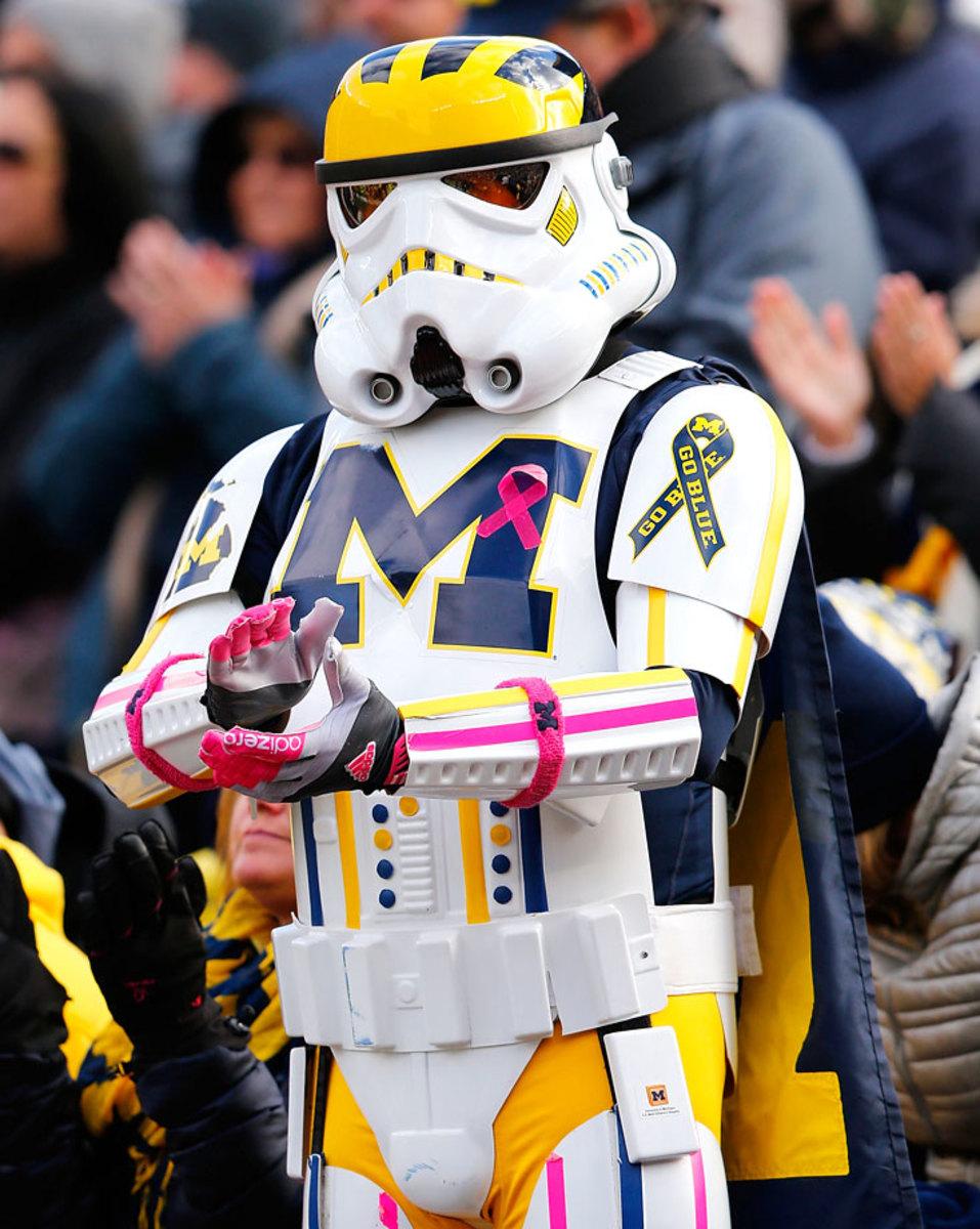 2014-1101-Michigan-Wolverines-fan-Stormtrooper-Star-Wars.jpg