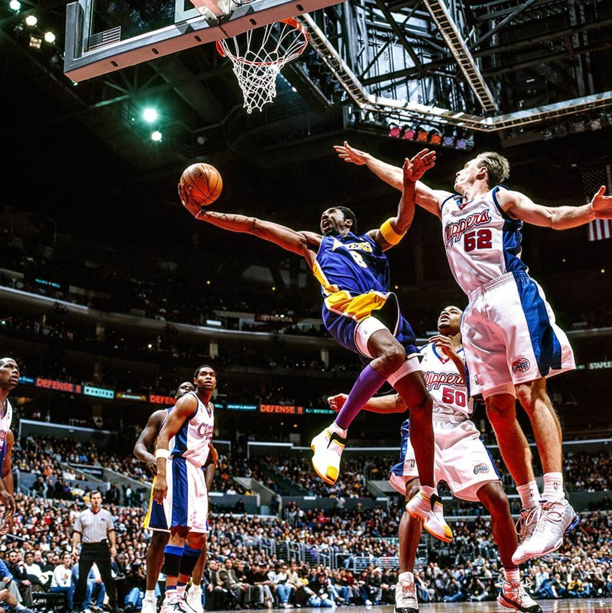2002-0204-Kobe-Bryant-Chris-Kaman-079117367.jpg
