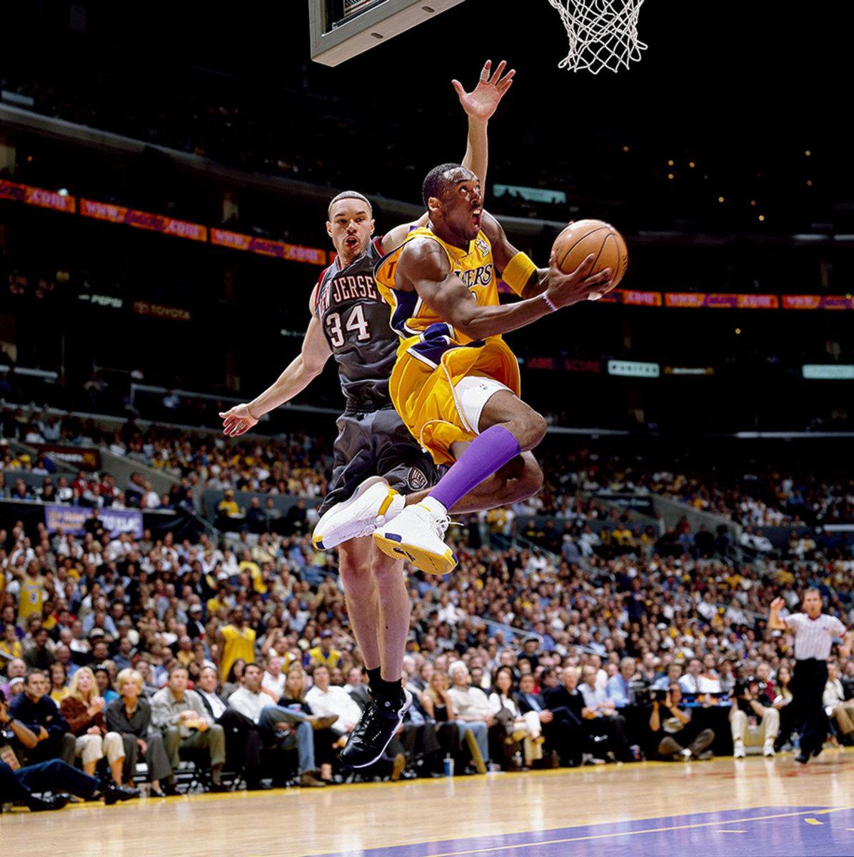 2002-0605-Kobe-Bryant-Aaron-Williams-079117343.jpg