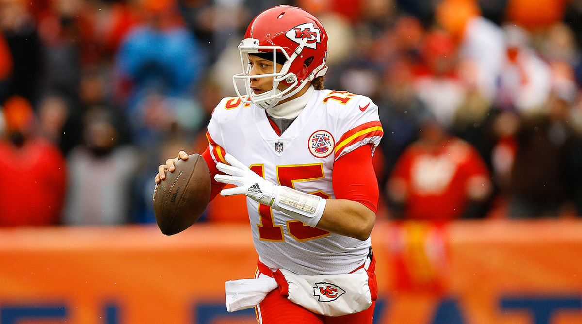 In his first NFL start in Week 17 last season, Patrick Mahomes completed 22 of 35 passes for 284 yards against the Broncos.