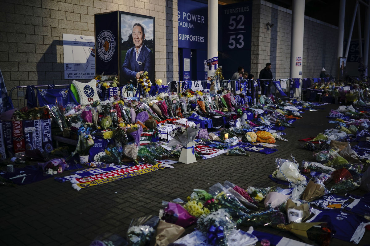 mourners-pay-tribute-after-leicester-city-helicopter-crash-5bd9ab66554a60ad1f000007.jpg