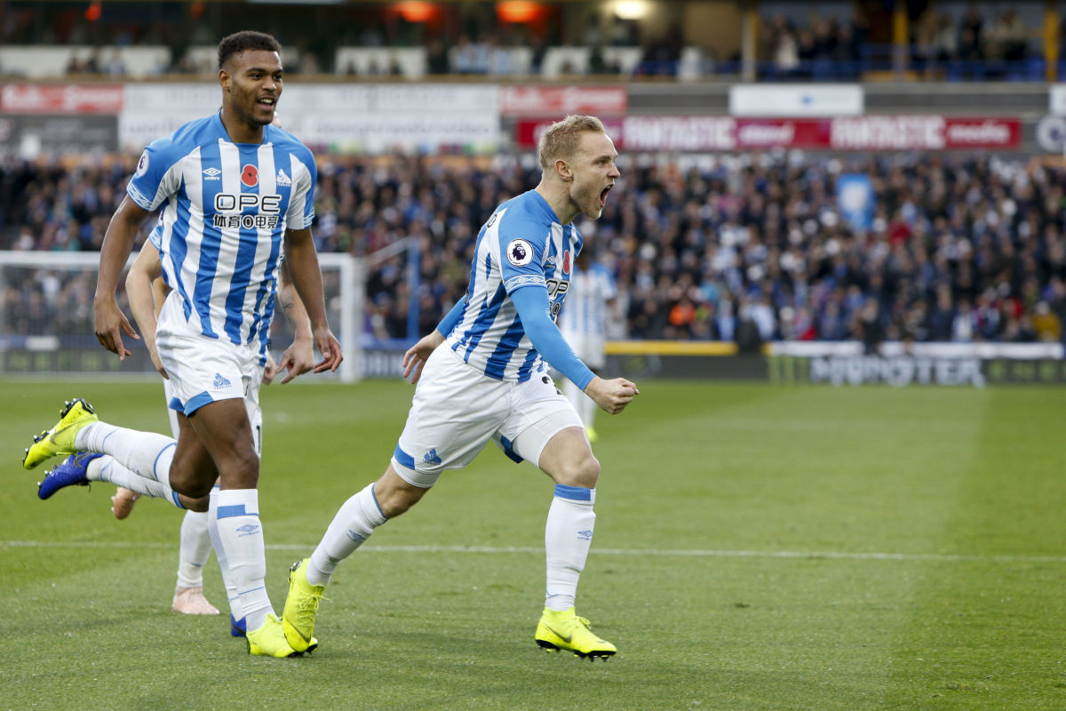 huddersfield-town-v-west-ham-united-premier-league-5be82f141759659d5a000001.jpg