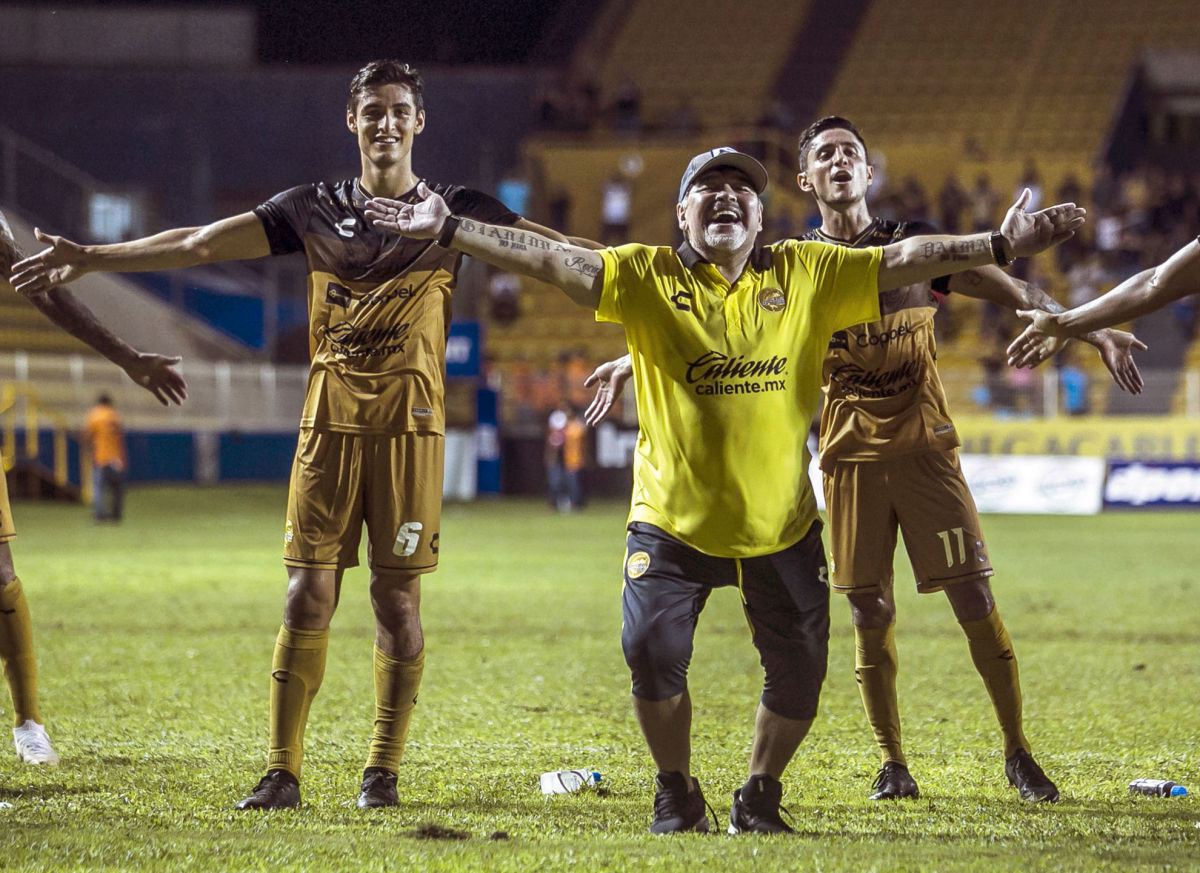 fbl-mex-dorados-udg-maradona-coach-5bb781f6f21740e093000002.jpg