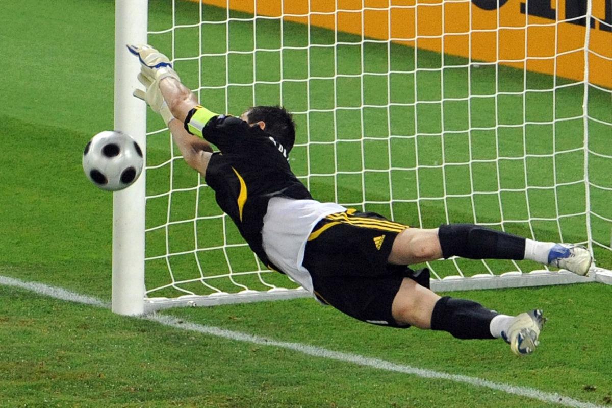 spanish-goalkeeper-iker-casillas-saves-t-5b39ea5973f36c1f2700001d.jpg