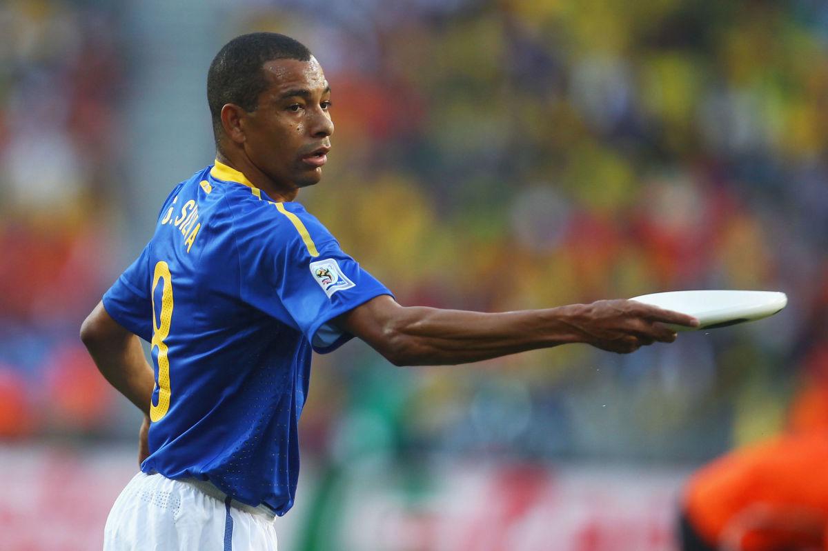 netherlands-v-brazil-2010-fifa-world-cup-quarter-finals-5b3cac0273f36c95f8000018.jpg