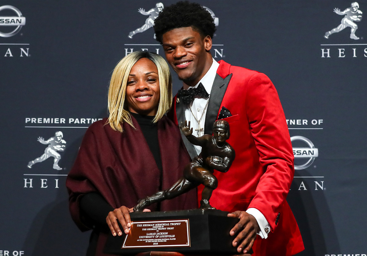 Jackson and his mother, Felicia Jones, at the 2016 Heisman ceremony.