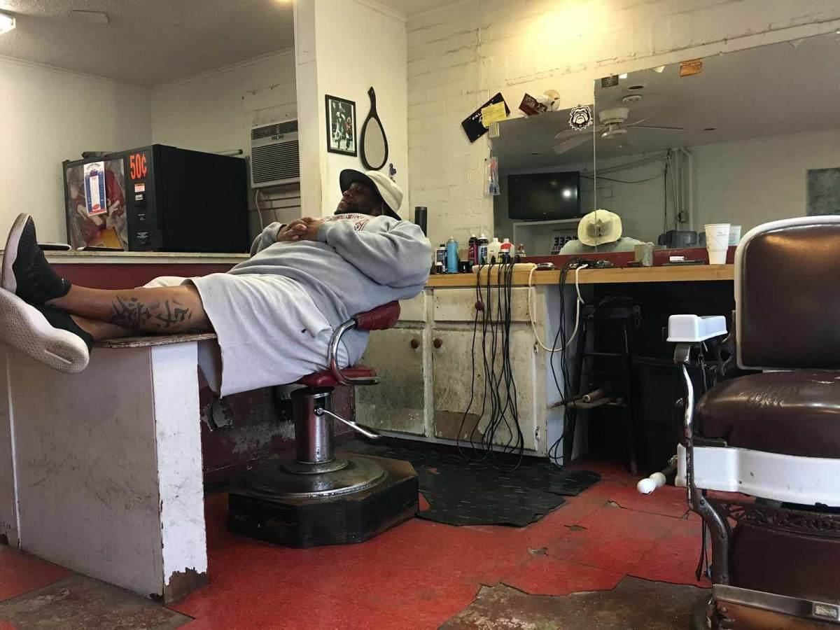 vincent-sanders-barbershop-devonta-smith.jpg