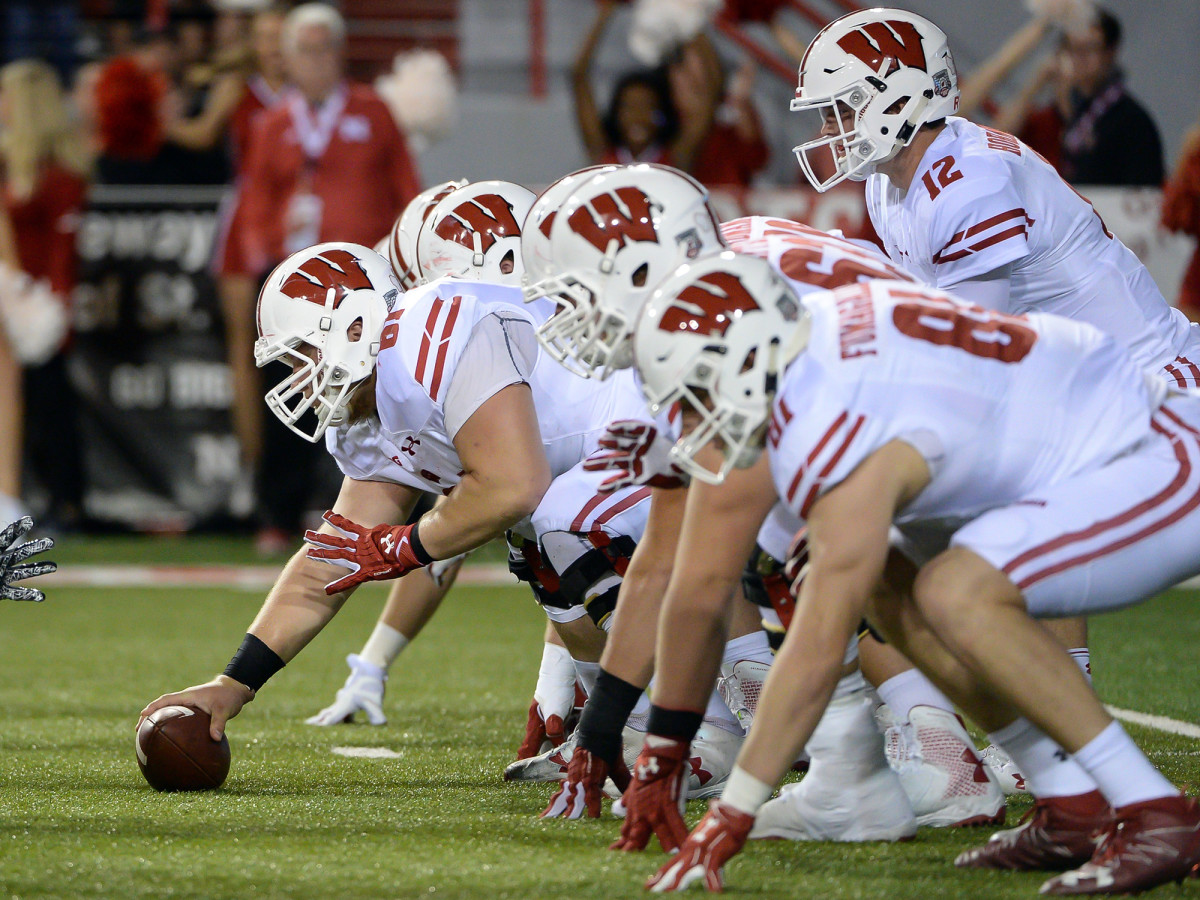 wisconsin-offensive-line-game-action.jpg