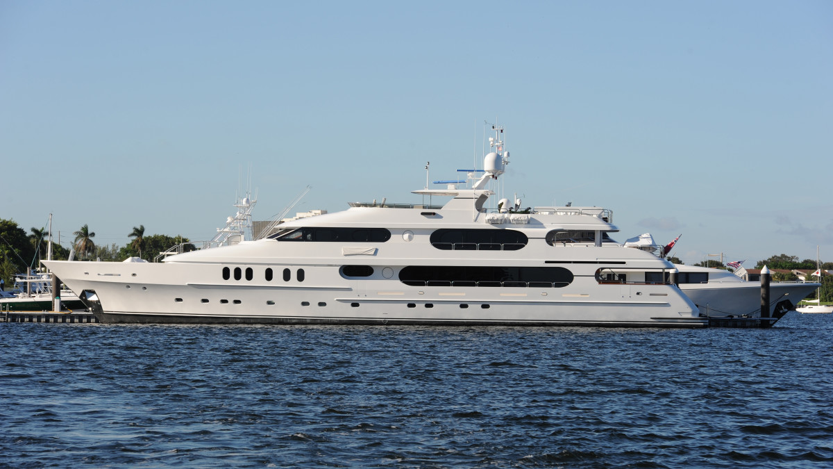 tiger woods boat  yacht to be u s  open base in hamptons