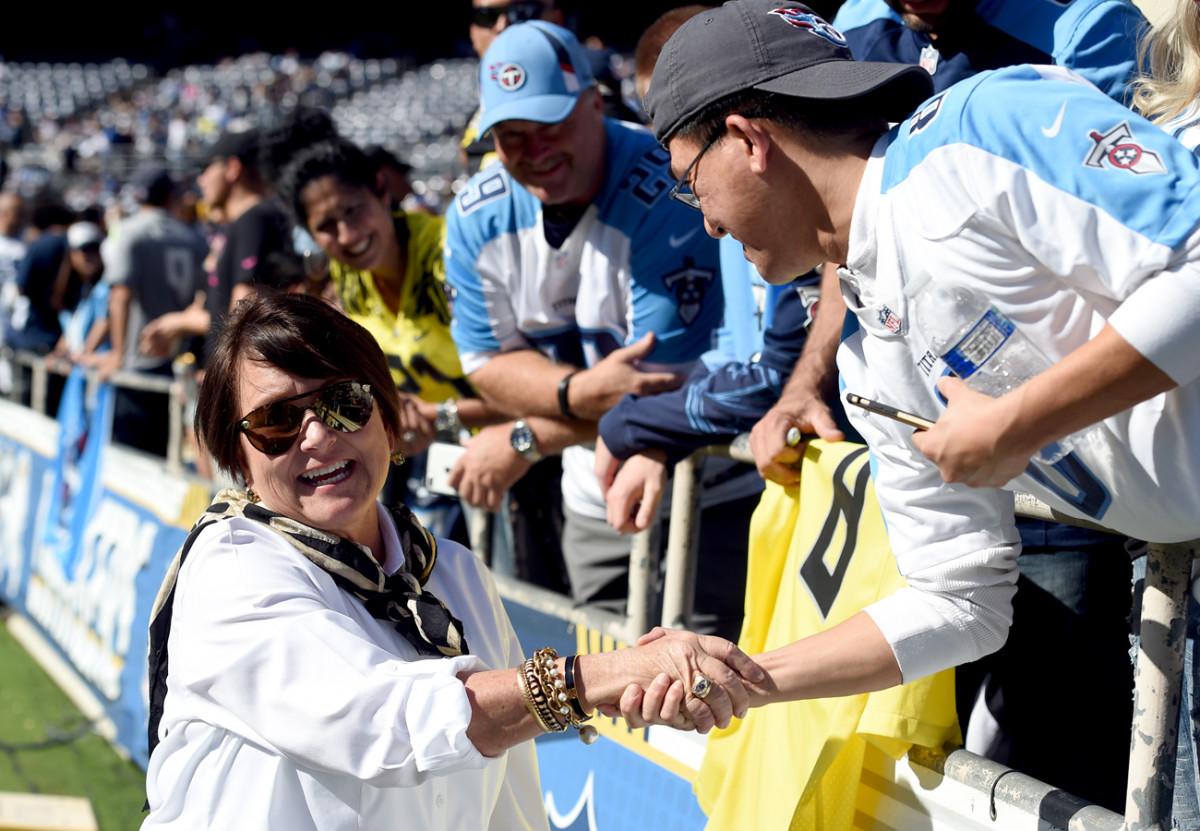 Amy Adams Strunk meets Titans fans.