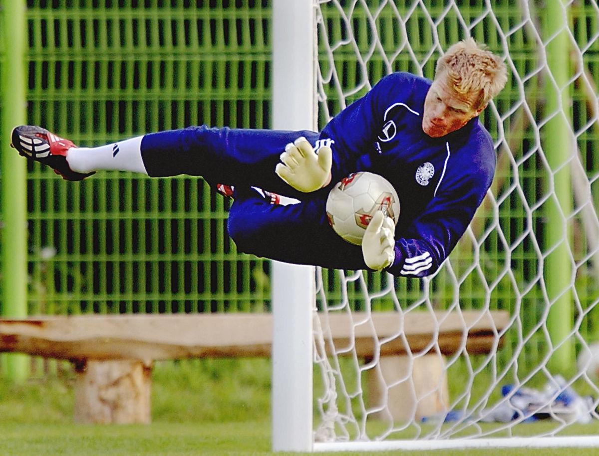 german-goalkeeper-and-captain-oliver-kahn-catches-5b088e137134f628b7000001.jpg