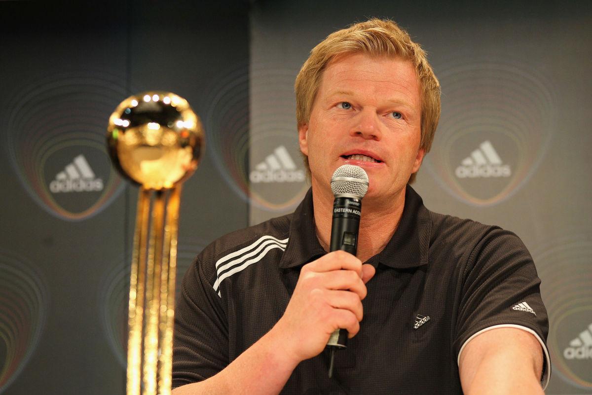 adidas-golden-ball-trophy-2010-fifa-world-cup-5b0602553467aca160000002.jpg