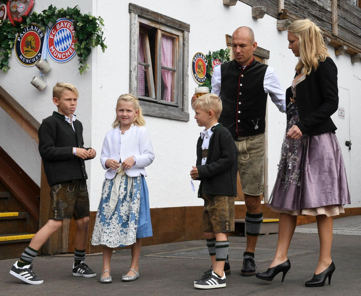 fbl-ger-bundesliga-bayern-munich-oktoberfest-5bbb2ced199d63c7dd000014.jpg