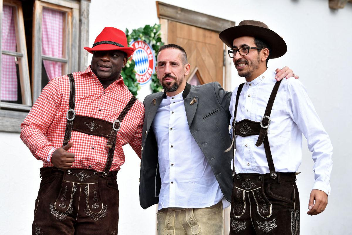 fc-bayern-muenchen-attends-oktoberfest-2018-5bbb2cbc199d63d2f9000001.jpg