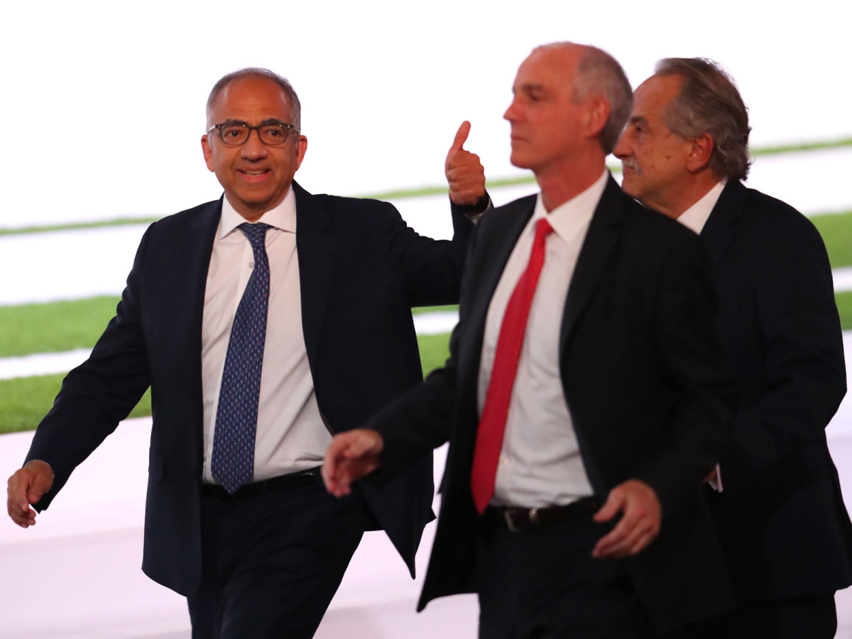 carlos-cordeiro-thumbs-up-wc-vote-2026.jpg