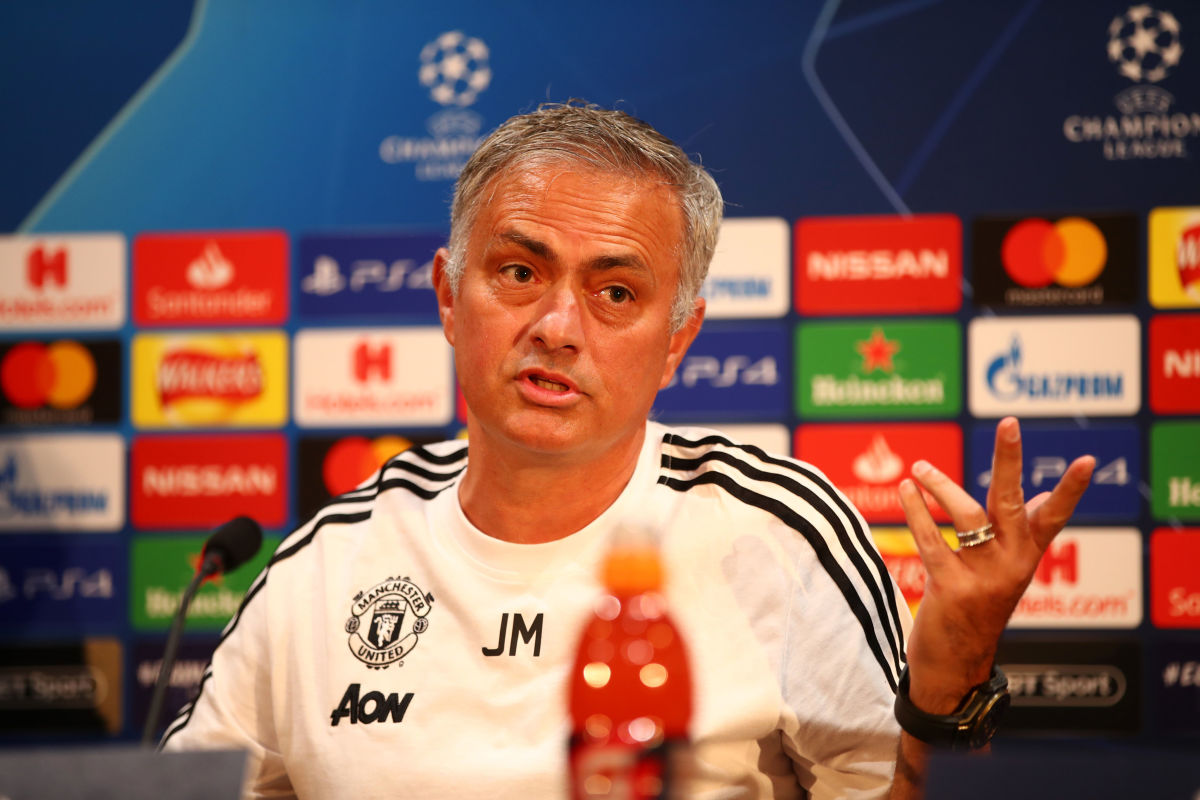 manchester-united-training-and-press-conference-5bb32ec9cb099dc574000022.jpg