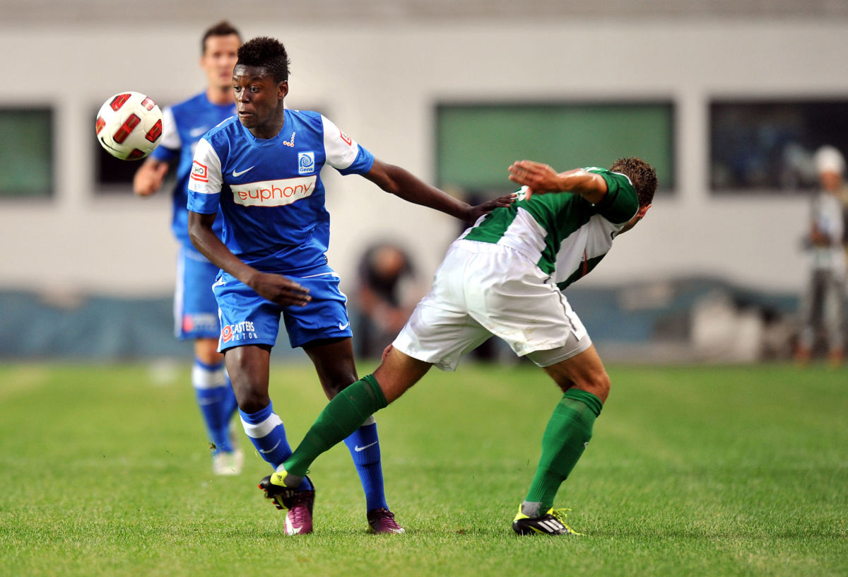 genk-s-anthony-limbombe-l-vies-with-fc-5b1d395e347a02781d00000a.jpg