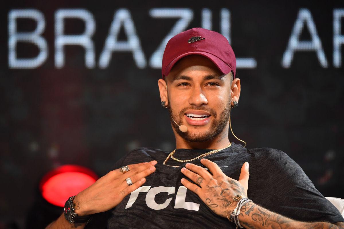 topshot-fbl-brazil-psg-neymar-5bbbc08c0d9e2b042d000001.jpg
