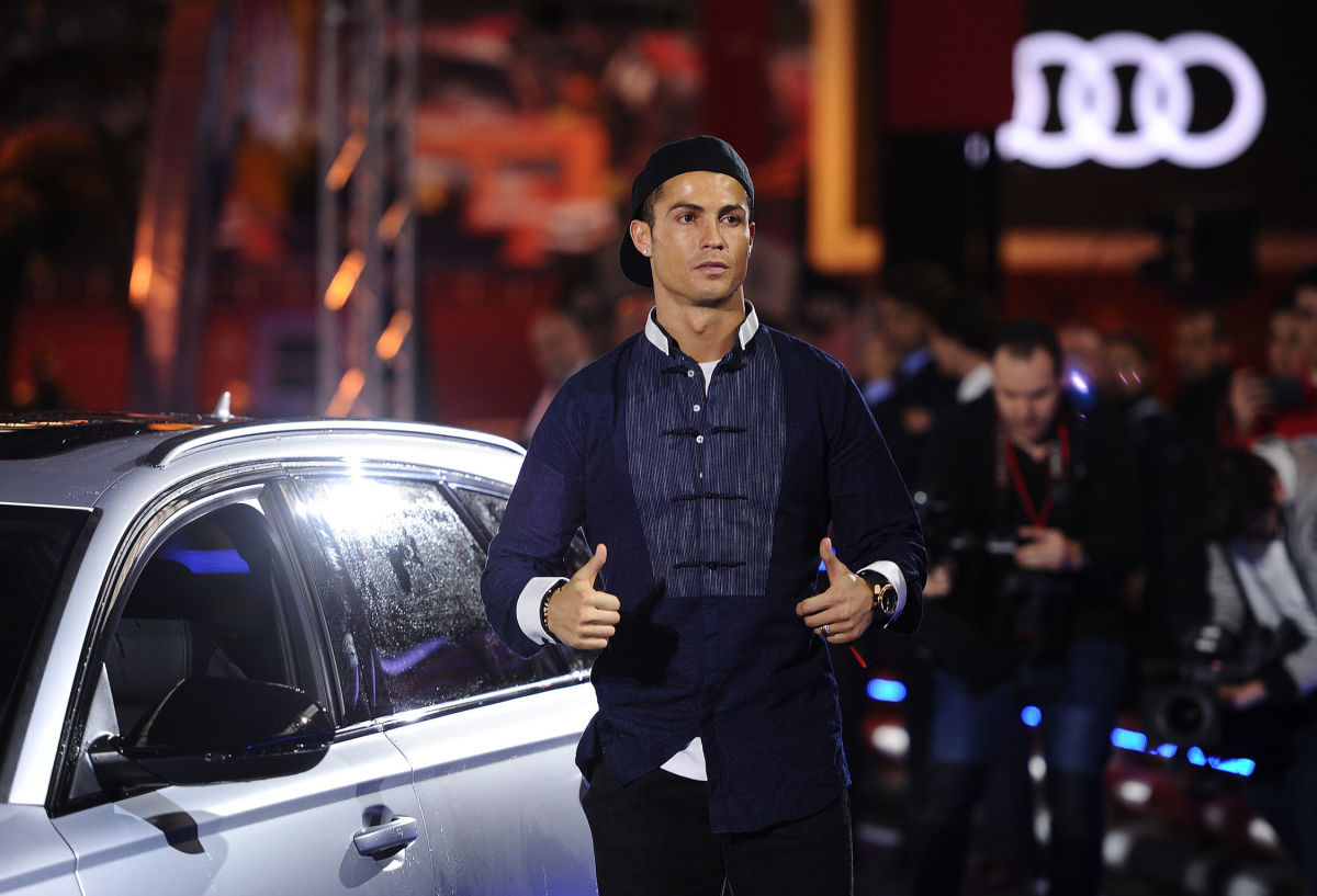 real-madrid-players-receive-audi-cars-5bbbc13966543671e5000001.jpg