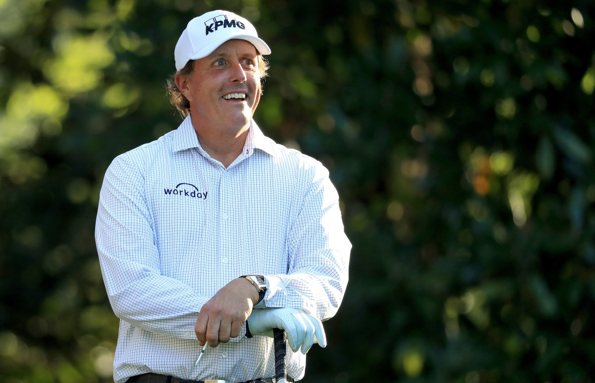 phil-mickelson-masters-button-down-shirt-tiger-woods-practice-round-photos_copy.jpg