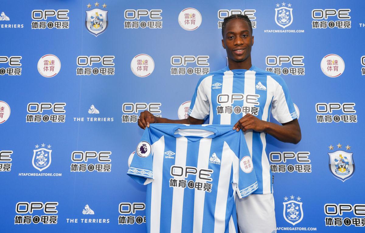 huddersfield-town-unveil-new-signing-5b45f1b07134f65883000039.jpg