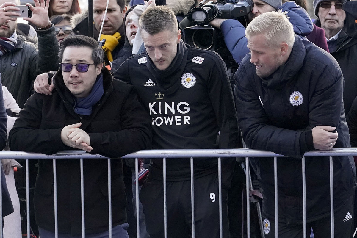 mourners-pay-tribute-after-leicester-city-helicopter-crash-5bf2d76c90acd1723f000095.jpg