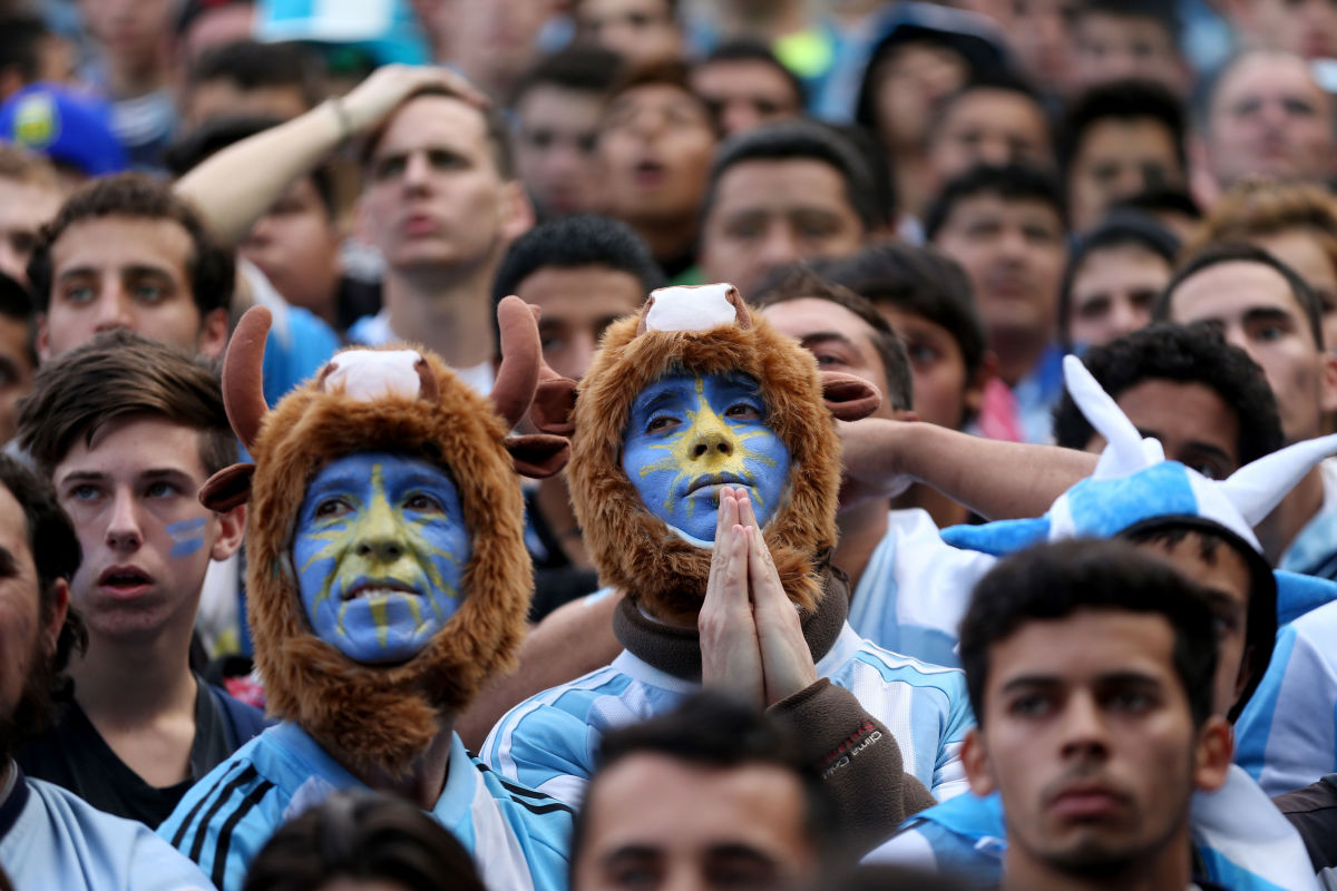 argentines-gather-in-buenos-aires-to-watch-country-s-world-cup-final-match-against-germany-5b0ecbe83467ac3742000004.jpg