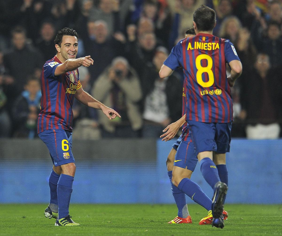 barcelonas-midfielders-xavi-hernandez-l-5b0bf8cef7b09d1d27000001.jpg
