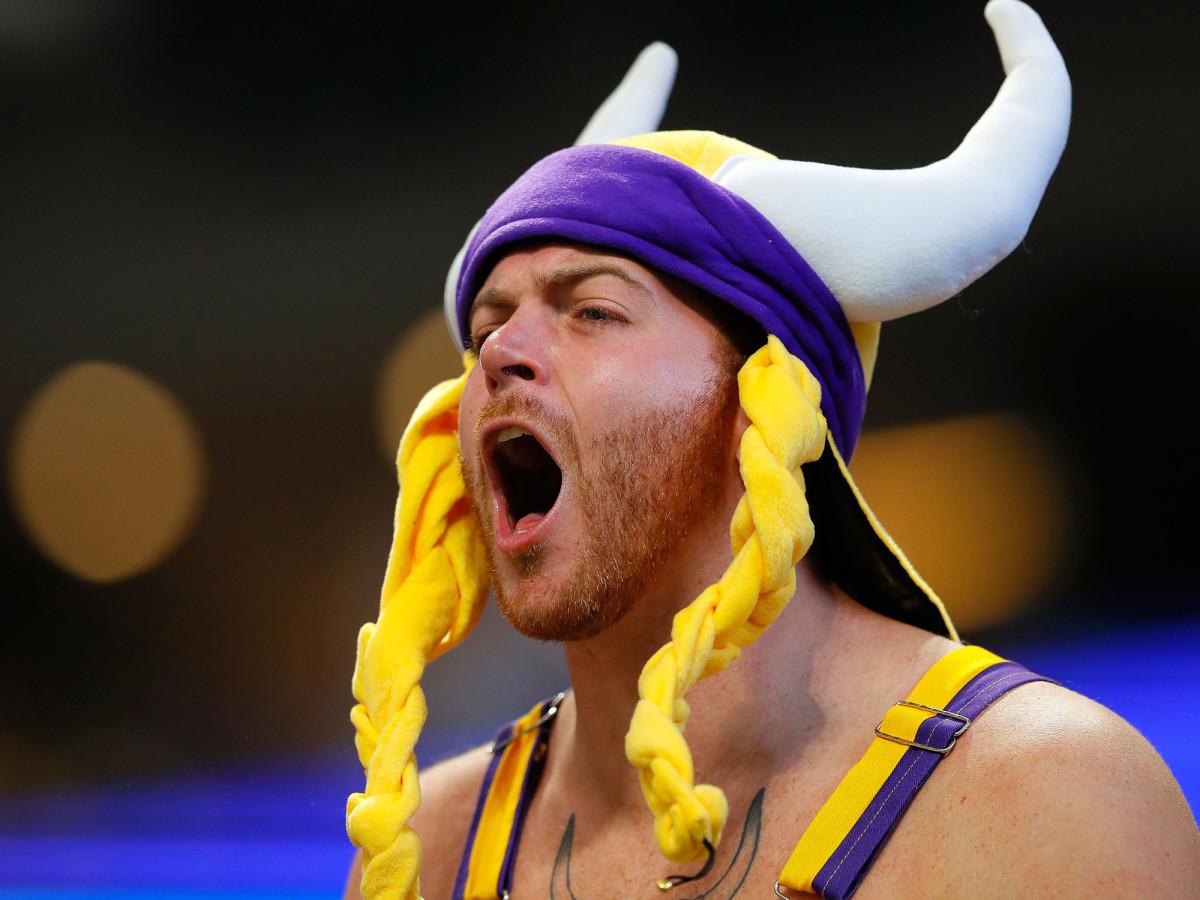 viking-fan-yelling.jpg