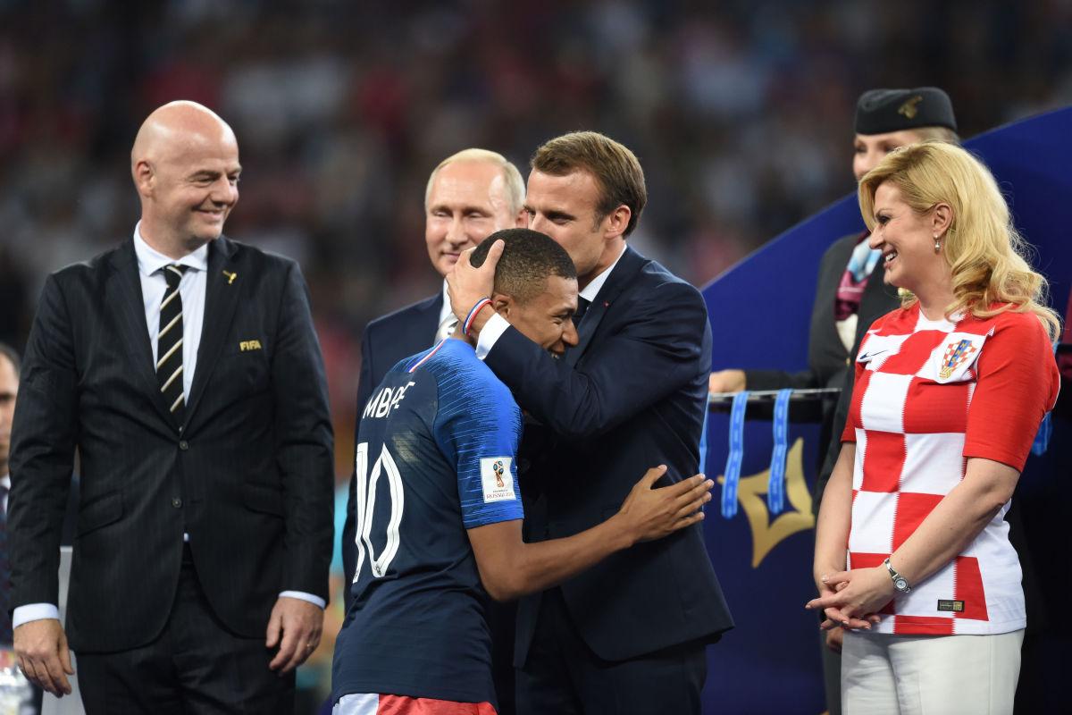 france-v-croatia-2018-fifa-world-cup-russia-final-5b4f3ad342fc33c22d000035.jpg