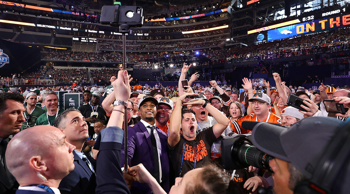 Denzel Ward, the Browns No. 4 pick, takes a selfie at the NFL draft with Browns fans.