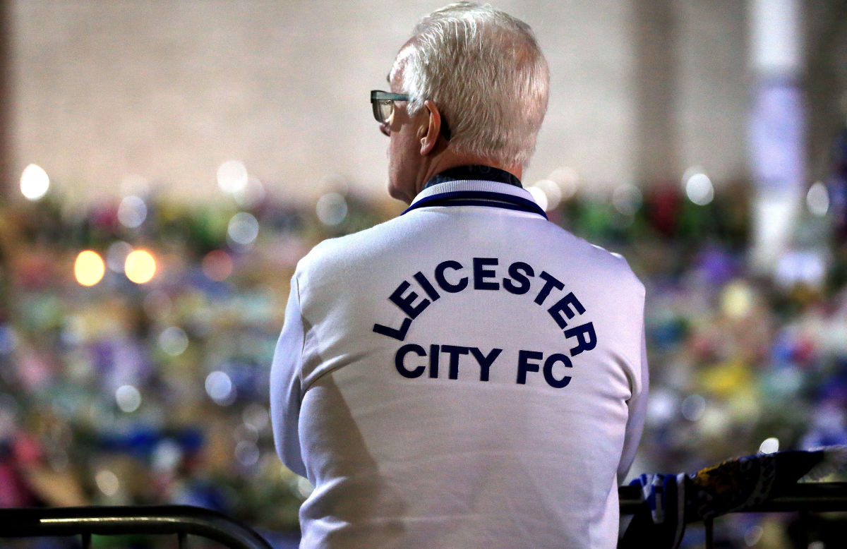 mourners-pay-tribute-after-helicopter-crash-at-king-power-stadium-in-leicester-5bd633c21b2988dbf3000002.jpg