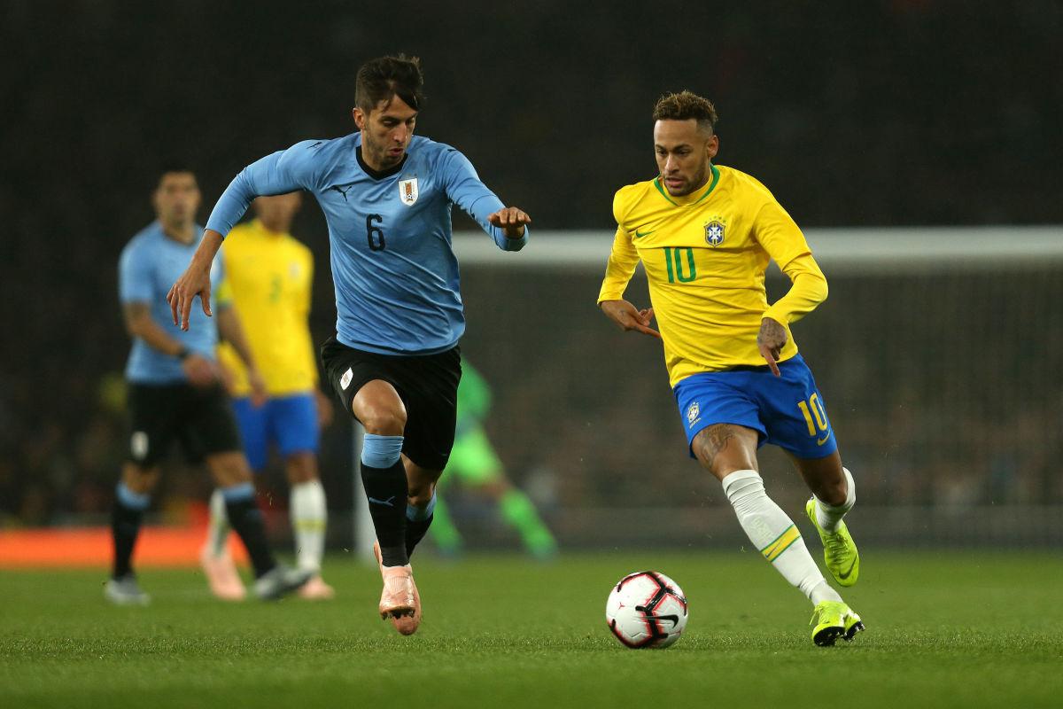 brazil-v-uruguay-international-friendly-5bf28d89c250d7389f000001.jpg