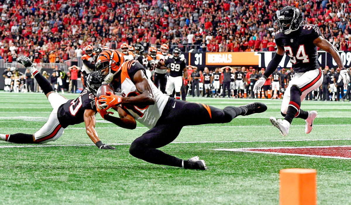 A.J. Green slides in with the game-winner for the Bengals.