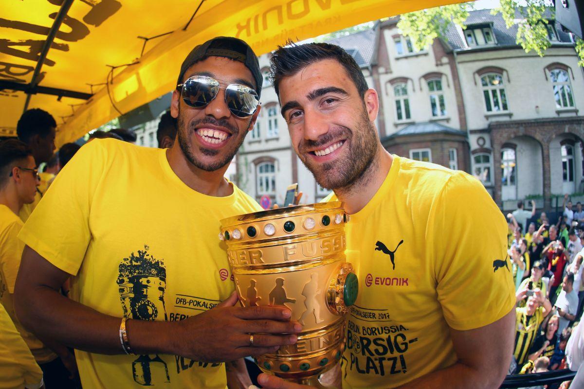 fbl-ger-cup-dortmund-celebrations-5b10128473f36c8a45000001.jpg