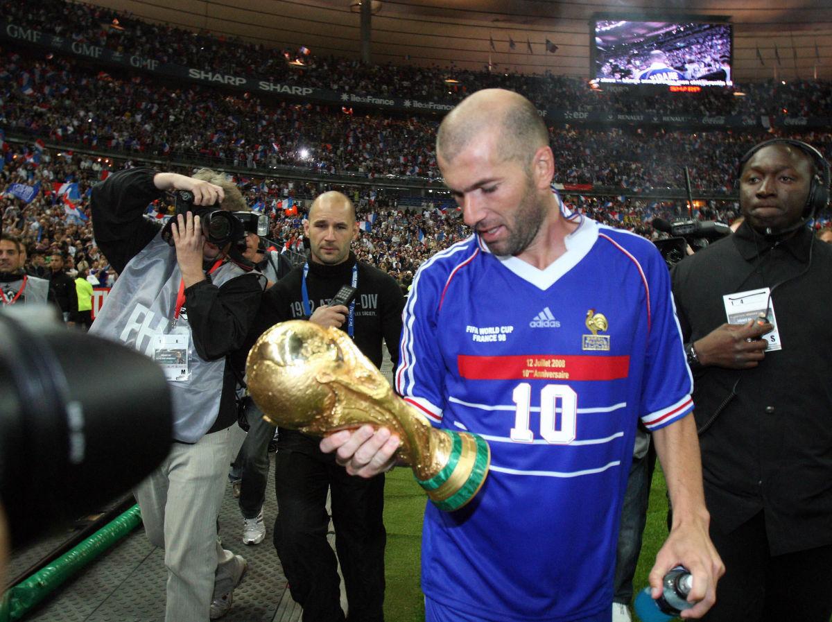 french-player-zinedine-zidane-c-holdi-5b30a81a347a025d29000001.jpg