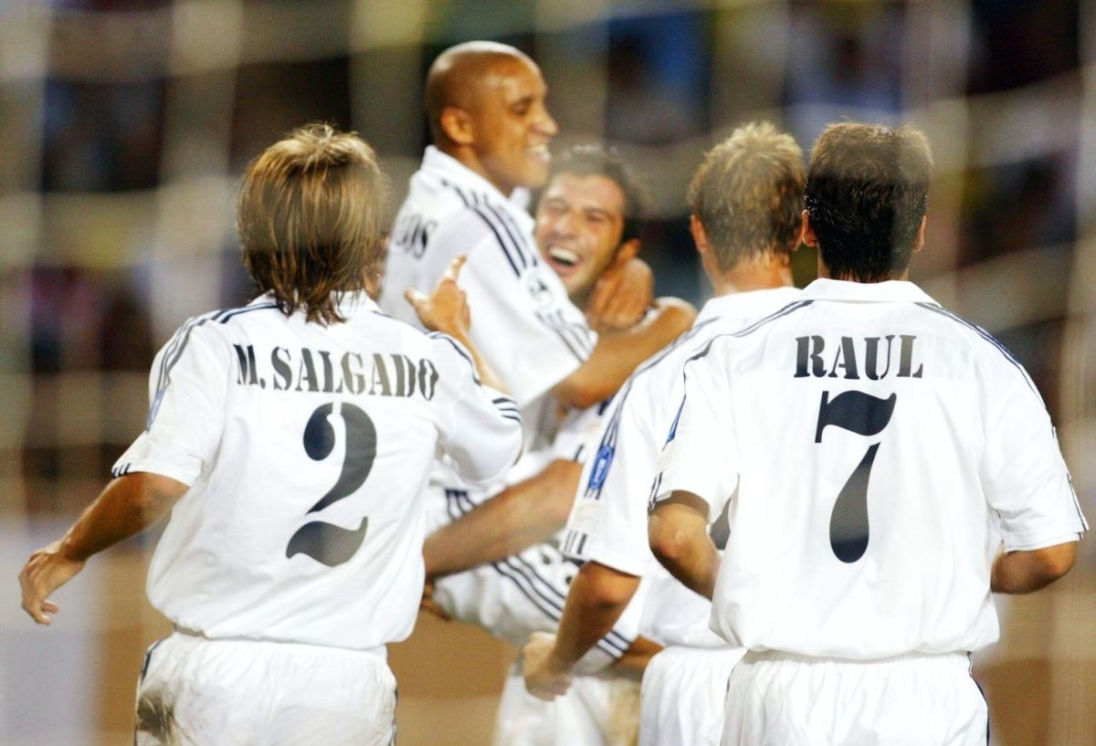 fussball-supercup-2002-real-madrid-feyenoord-rotterdam-3-1-5beb031c8e8c5496f4000005.jpg