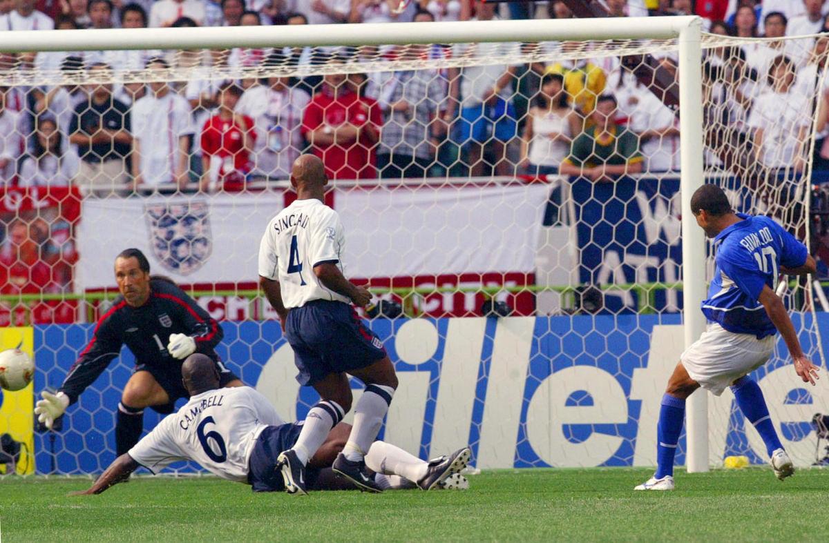 brazilian-midfielder-rivaldo-r-kicks-the-ball-to-5b0848eaf7b09d0c05000002.jpg